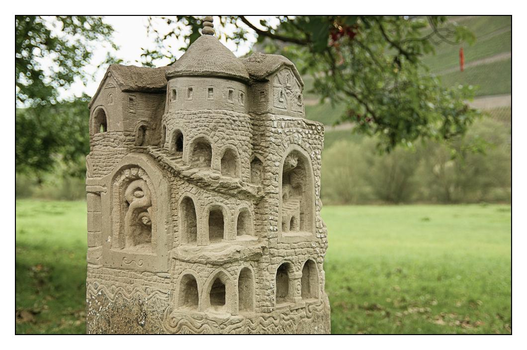 eine kleine Burg (beim Steinmetz)